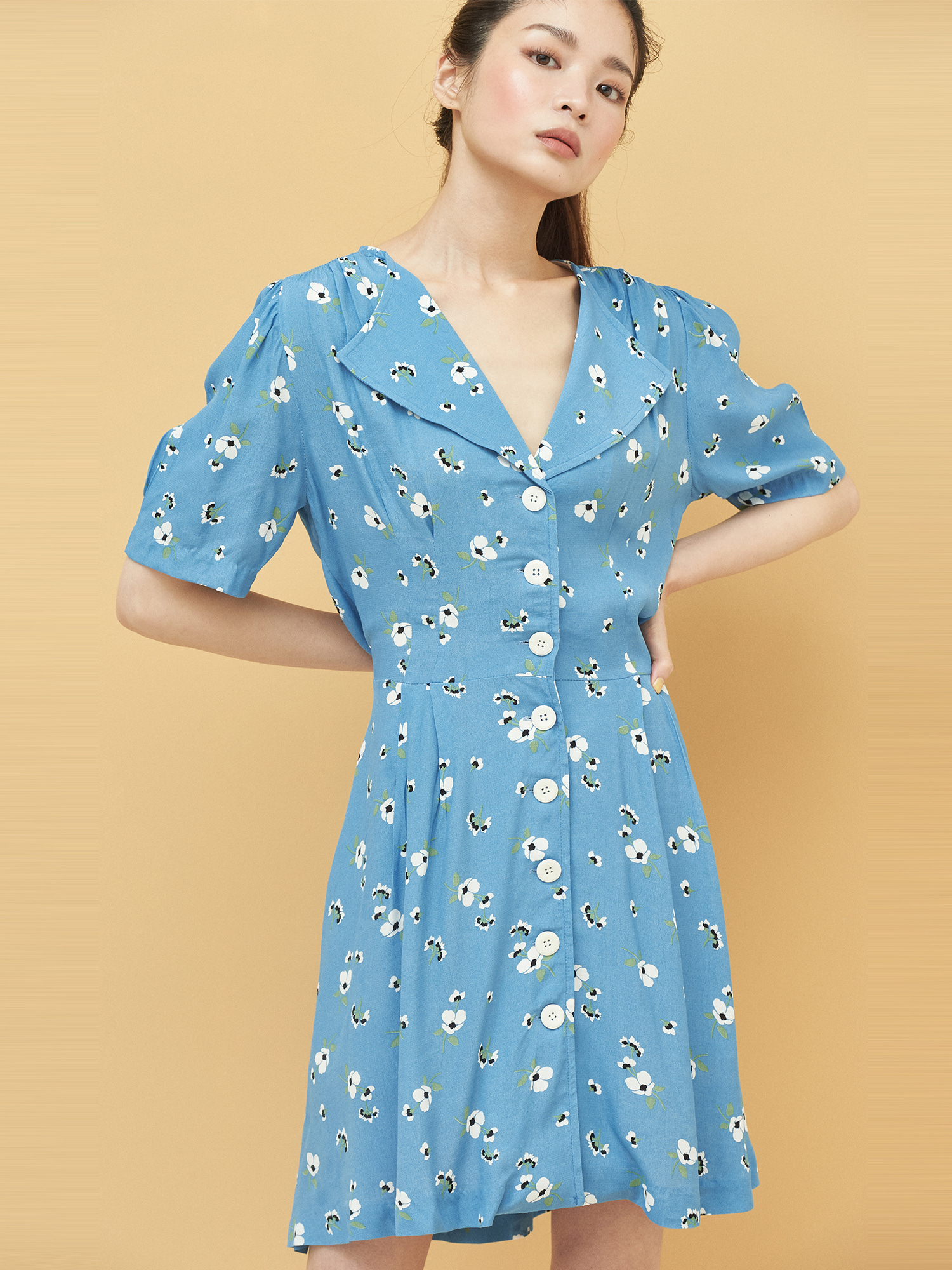 [Wconcept Exclusive/교환 및 반품불가 40%OFF]Floral Button Dress in Blue